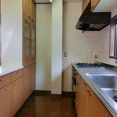 たくさんの食器、食材の収納にも対応してくれる、頼もしいキッチ