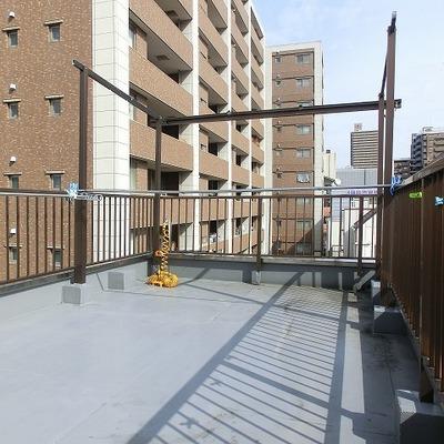 物干し、倉庫のある日当たりに恵まれた屋上空間!
