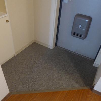 玄関はゆとりのある広さ。シューズボックス付き!