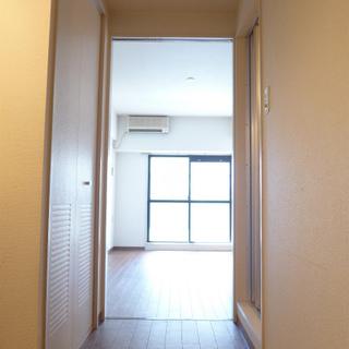 廊下にキッチン、収納があります!