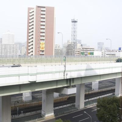 目の前は阪神高速