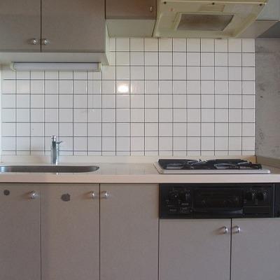 タイル張りのキッチン
