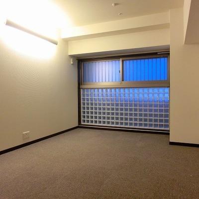8.3帖の洋室はカーペットとなります