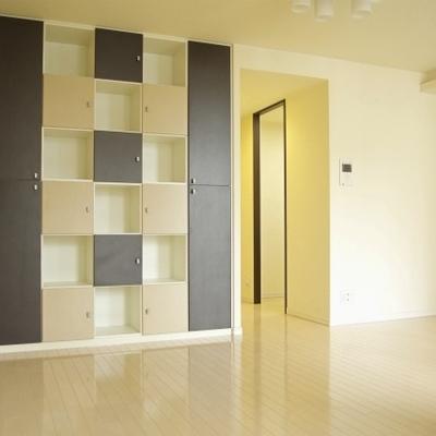 この棚をいかに使うか。楽しみが広がるお部屋