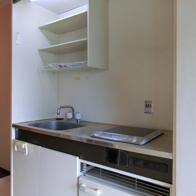 キッチンは1口IHに冷蔵庫つきのものです。※写真は前回募集時のもの