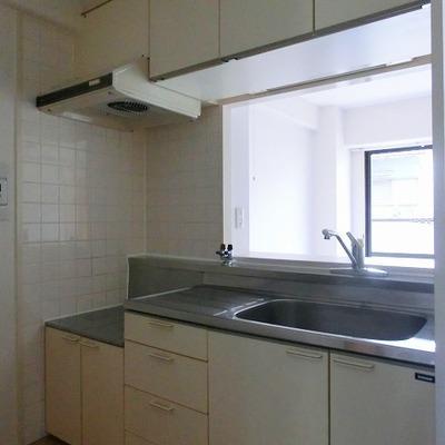 ガスコンロ持ち込みのカウンターキッチンは収納場所が多い◎!!