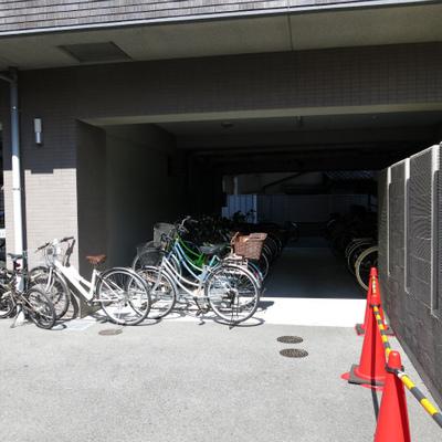 駐車場・自転車置き場はしっかりあります。
