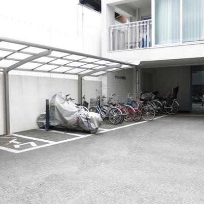 ゆとりのある駐車スペース