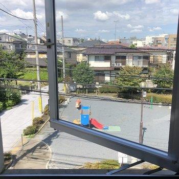外開きの窓からの見晴らし良好◎