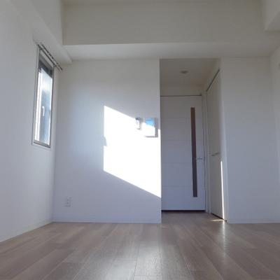 窓からの眺め。明るい室内です!
