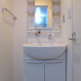 洗面台もシンプル、使い勝手は良さそう!