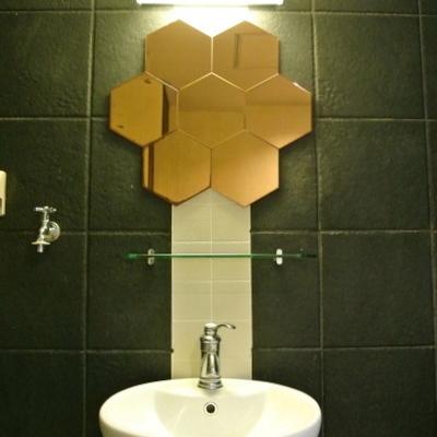 蜂の巣鏡が面白い洗面台!※写真は別部屋