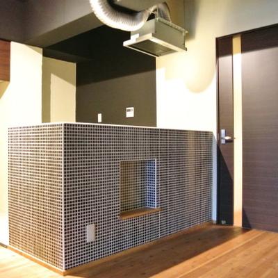 このデザインタイルのキッチン※写真は別部屋
