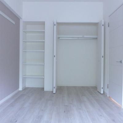 北側の洋室に大きめクローゼット。