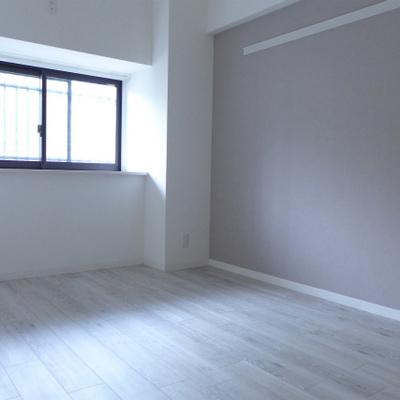 北側の洋室にも窓ありますよ♪