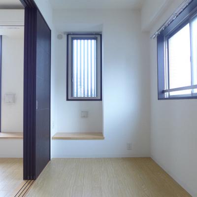 5.5畳の洋室は少し狭いけど、なんとかなります。