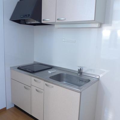キッチンはIH。コンパクトだけど収納good!