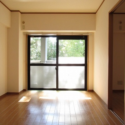 寝室の日当たりもなかなか※写真は別部屋です