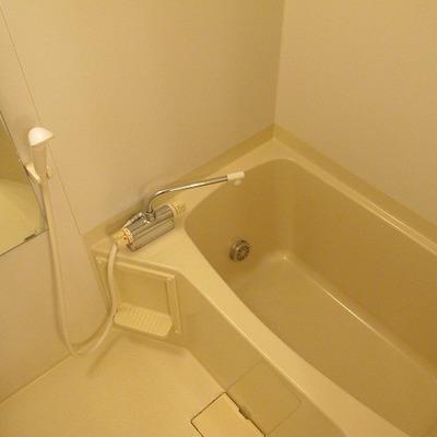 お風呂もゆったりな大きさ!※写真は別部屋です