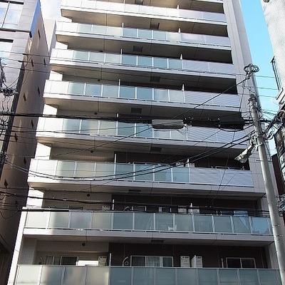 10階建てのかっこいいマンションです