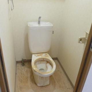 クリーニング前で酷いですが・・・バス・トイレ別です!