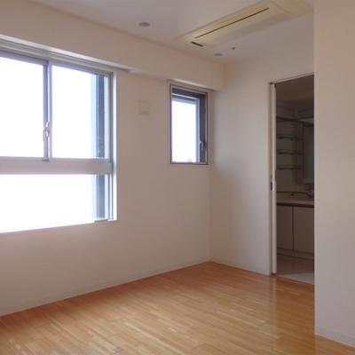 奥の居室。窓の形可愛いです※写真は前回掲載時のものです。