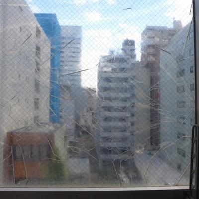 眺望、ガビーン!ガラスにビニール。