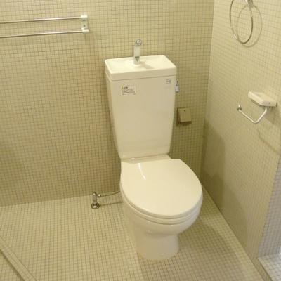 トイレは簡素っすな