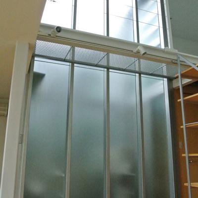 2階まで伸びている窓です※写真は208号