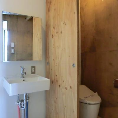 トイレは個室になっています