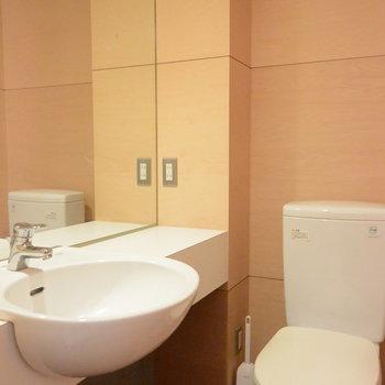 トイレと洗面台は同じ空間に※写真は前回募集時のものです。