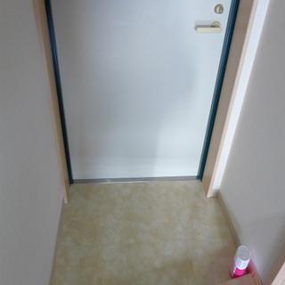 玄関もゆとりありますよ〜。収納もあります!