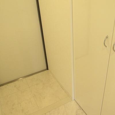 玄関には大きめのシューズロッカーが付いてます!※写真は別部屋になります。