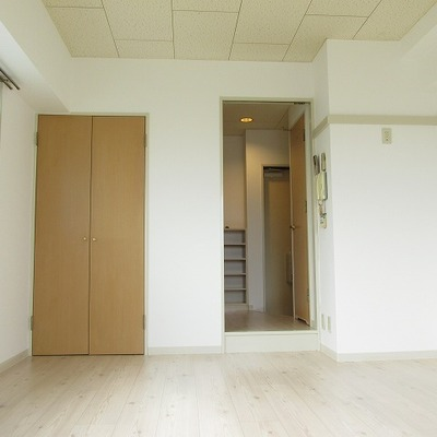 シンプルなお部屋ですね!