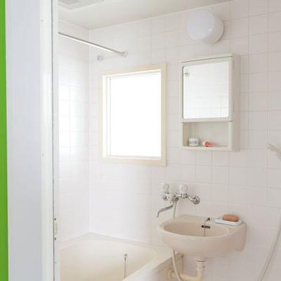 お風呂は二点ユニットです。