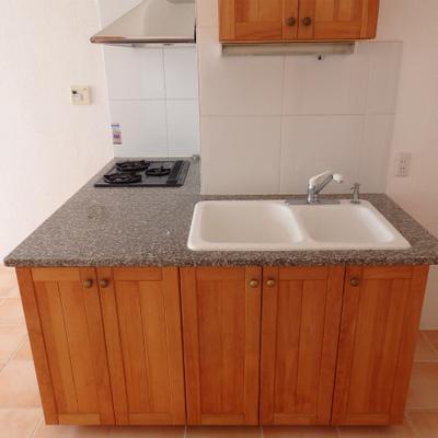 L字・木製のキッチン
