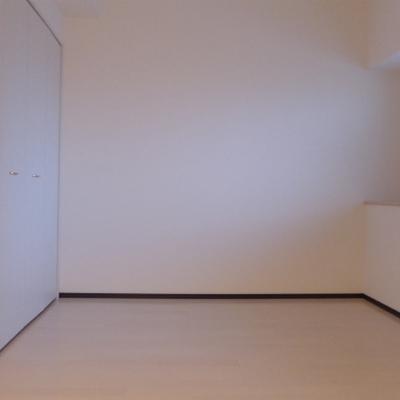 北側の洋室にクローゼットも窓もあります!