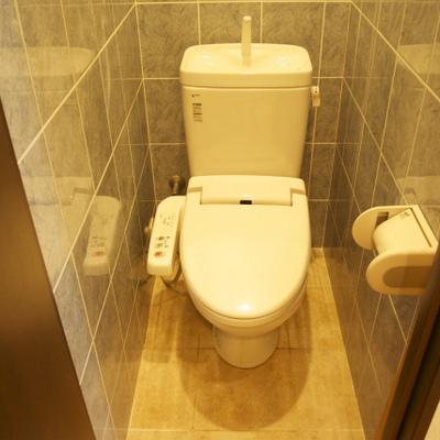 トイレはすこし狭いかな