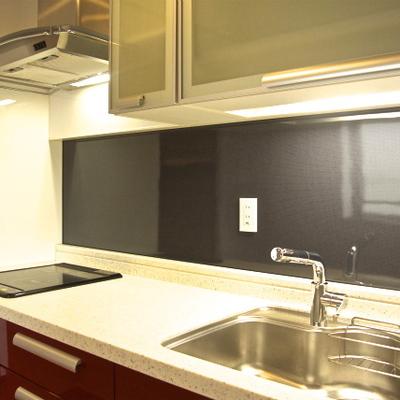 広々とした調理スペース。IHの3口です