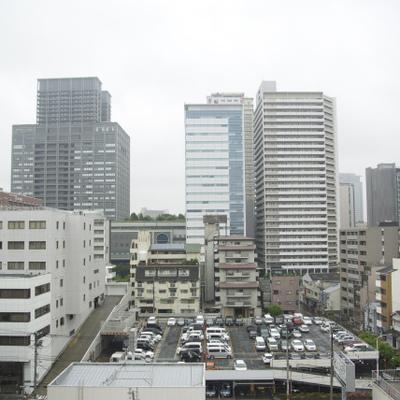 難波のビル街が見られます。都会!