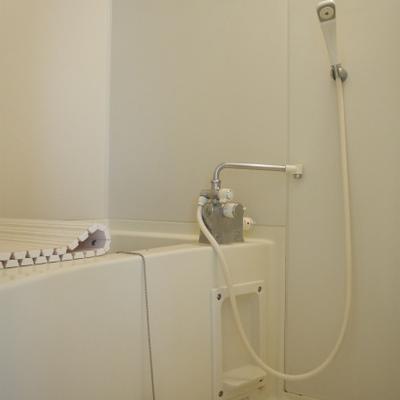 お風呂はすこし旧式ですね※画像は別部屋