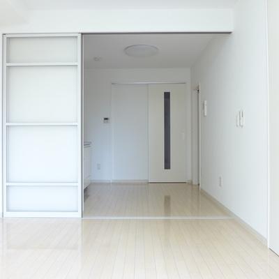 白いお部屋、明るいです!