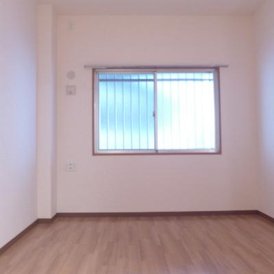 7.2帖の洋室にも窓がありますよ。