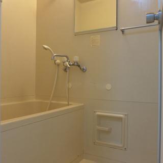 お風呂は広くないです。 ※写真は前回募集時のものです。
