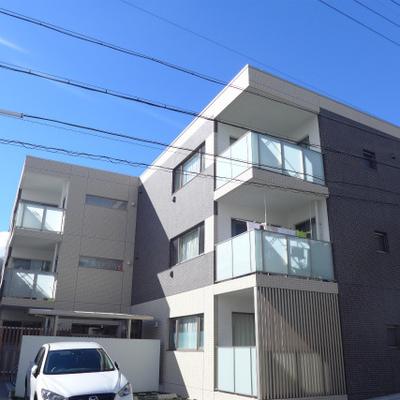 築浅、3階建てです。閑静な住宅街にあります。