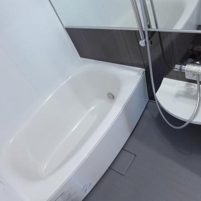 お風呂広め!ホテルライクの横長鏡!
