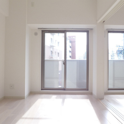 LDKの隣の洋室。間仕切りオープンにすれば開放的!