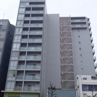 大通り沿いの大きなマンション!