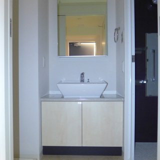 洗面台はシンプルでお洒落。
