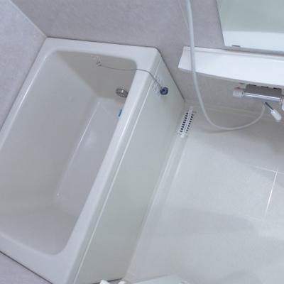 お風呂もシンプルでピカピカです。※写真は別部屋になります。